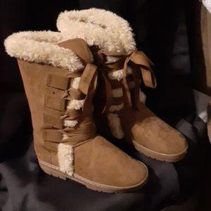 Super soft womens boots size 7/8